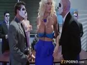 Courtney Taylor numa festa de mascaras leva com esporradela - http://www.fode-me.com