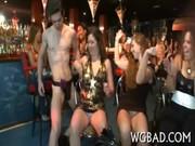 Festa com sexo onde gajas chupam e batem a punheta - http://www.fode-me.com