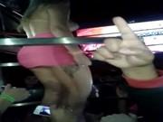 Stripper a mostrar as mamas - http://www.fode-me.com