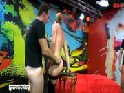 Rapariga na festa a receber muito esperma para a boca - http://www.fode-me.com